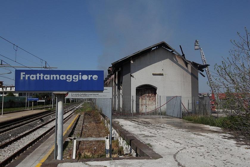 Minorenne investito dal treno a Frattamaggiore
