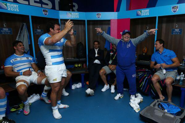 Maradona festeggia con la nazionale Argentina di rugby