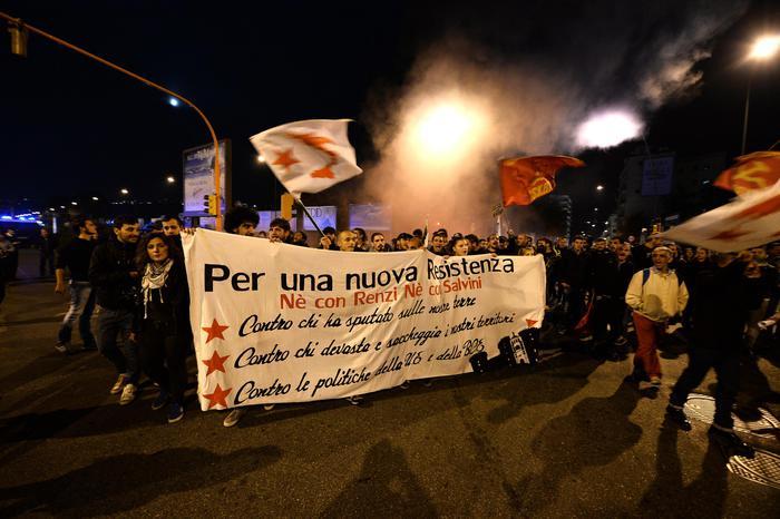 Noi con Salvini, momenti di tensione con i manifestanti