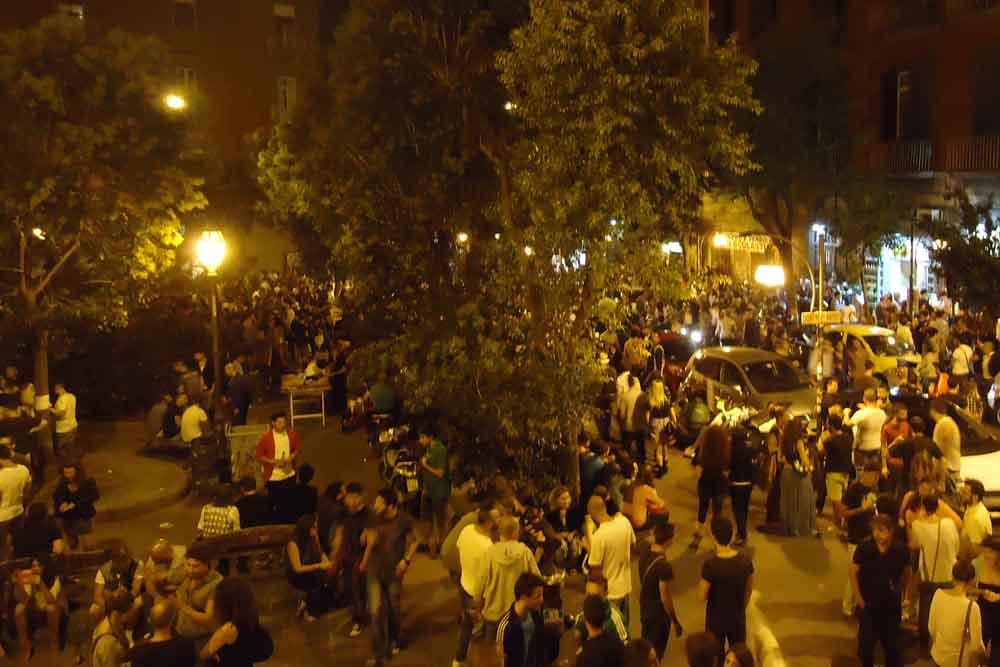 Droga, parcheggiatori abusivi e ricettazione: ecco la movida di Piazza Bellini