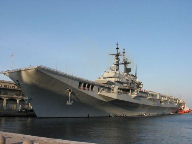 Porto di Napoli, aperte al pubblico le navi Garibaldi e San Giorgio