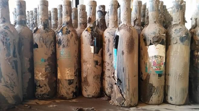 L'operazione #SporcheMaBuone è riuscita, tutte le bottiglie di Solopaca ricoperte di fango sono state vendute.
