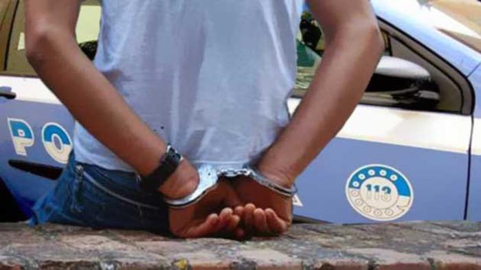 Somalo sequestra connazionali per denaro, arrestato