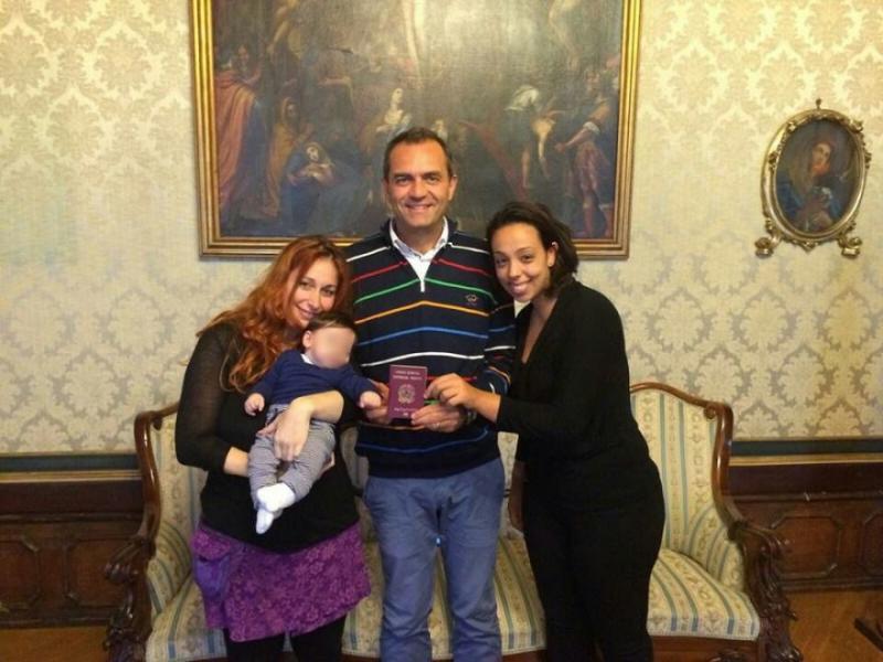 Bimbo con due mamme, de Magistris: