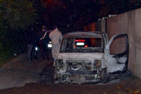 Cadavere carbonizzato in auto: tre fermi per l'omicidio di Maria Migliore