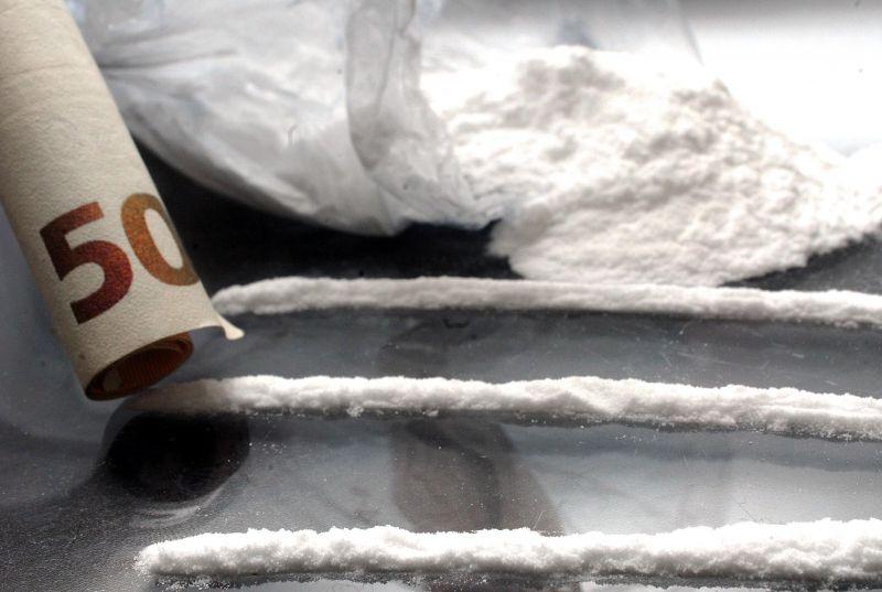 Cocaina in veicolo di un B&B: tre arresti a Pompei