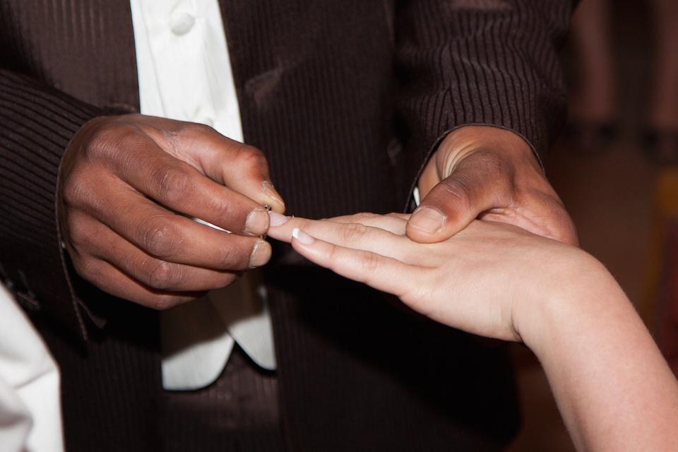Scoperti nel Salernitano falsi matrimoni per permesso di soggiorno