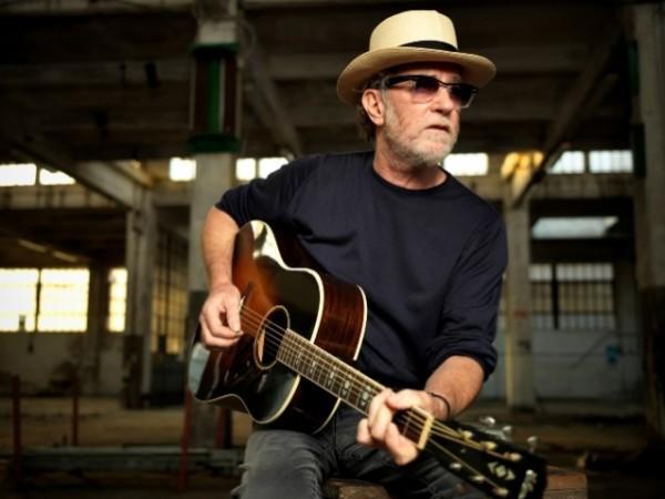 Francesco De Gregori: alla Feltrinelli di Napoli canta Bob Dylan