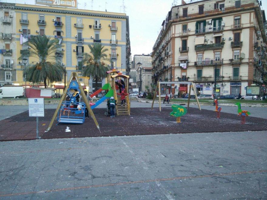 Giostrine a piazza Nazionale con i soldi sequestrati ai parcheggiatori abusivi