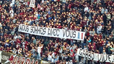 Solidarietà Parigi da parte dei tifosi della Salernitana: