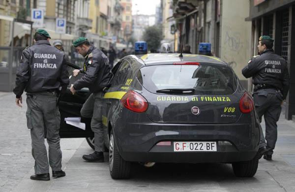 Scoperto opificio clandestino nel Napoletano: una denuncia