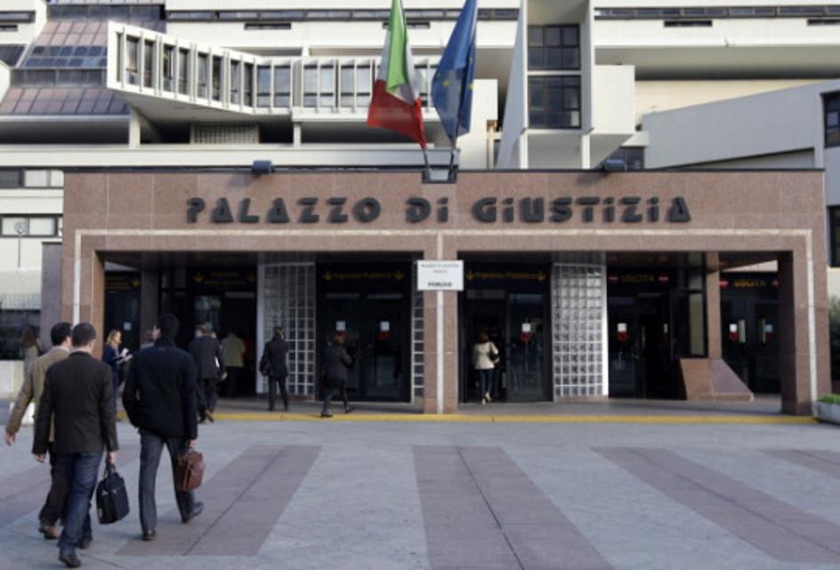 Allarme bomba al Tribunale di Napoli