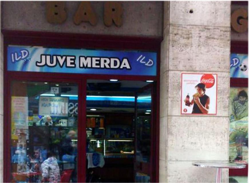 Nel bar dei tifosi, al Centro Direzionale, da oggi è possibile prendersi un bel caffè e poi pagarlo con le banconote 'Maradona', 50.