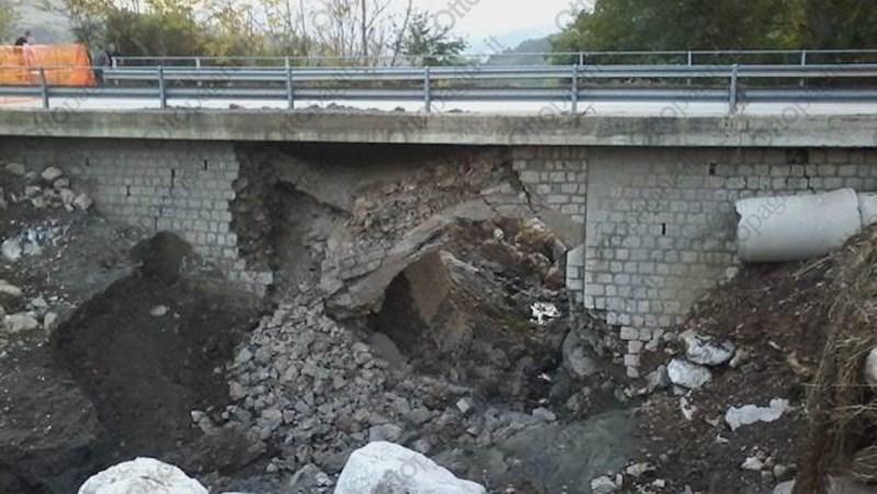 Crolla ponte nel Beneventano
