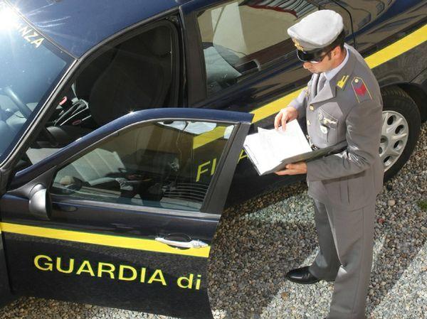 Deposito abusivo di gasolio scoperto nel Napoletano