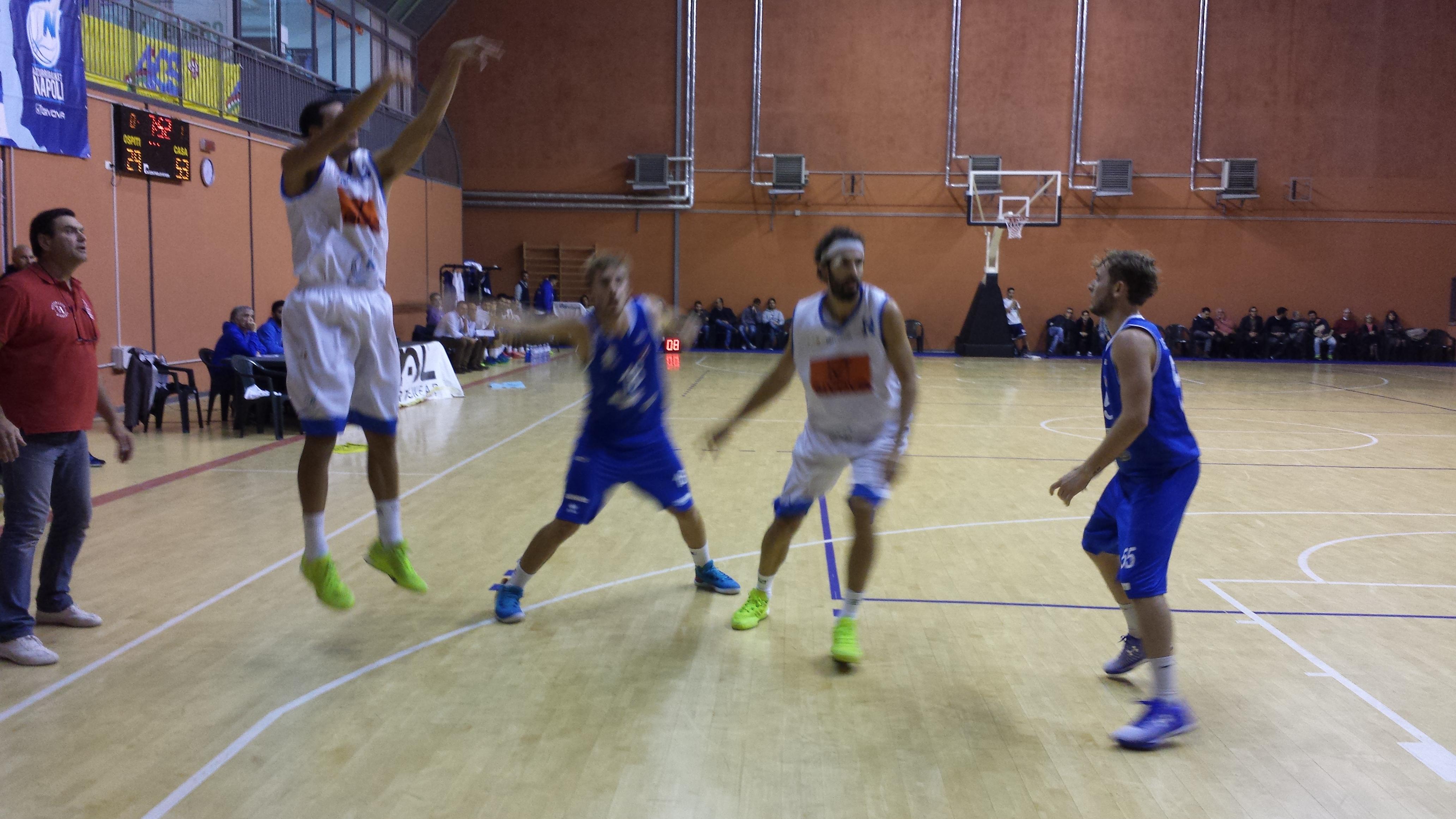 Givova Napoli Basket: quarta vittoria consecutiva contro il Globo Isernia