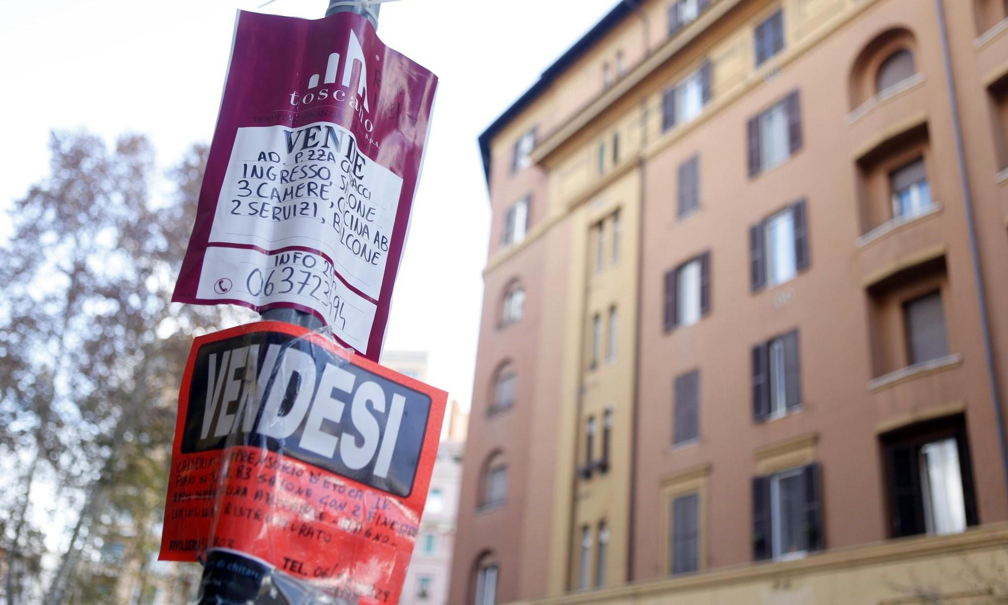 Mercato immobiliare a Napoli, diminuiscono prezzi e canoni