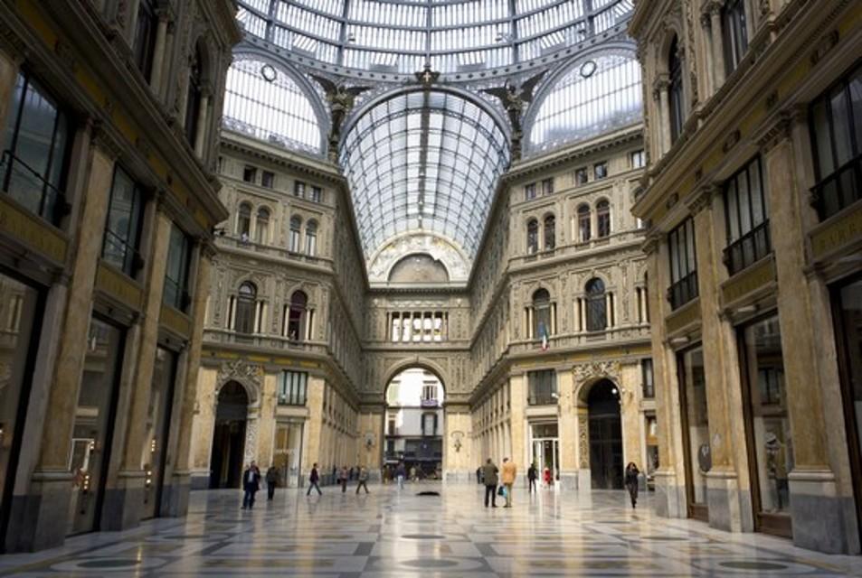 Opere edili abusive e deposito di rifiuti in Galleria Umberto