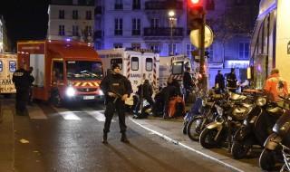 Evacuata la Torre Eiffel, a Parigi. Lo annuncia Sky. Le autorità hanno ordinato l'evacuazione dell'area intorno al monumento più famoso della Ville Lumiere