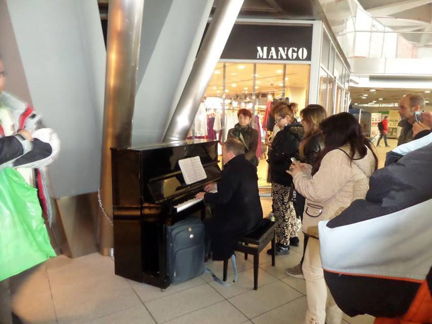"""Il """"pianoforte condiviso"""" della Stazione distrutto da una persona in stato di instabilità emotiva"""