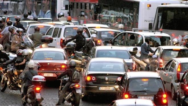 Smog e caldo, a Napoli stop alla circolazione delle auto
