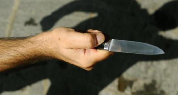 Rione Traiano, accoltellati dopo una lite: un morto e due feriti
