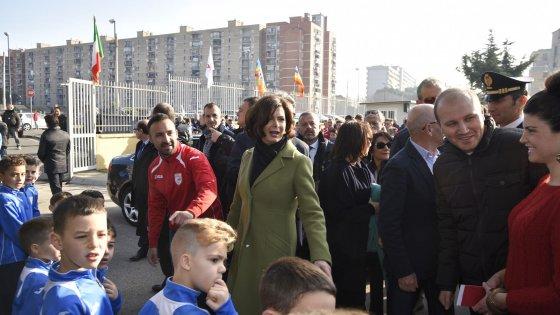 """Boldrini a Scampia: """"Non esiste un luogo dannato, sta a noi reagire"""""""