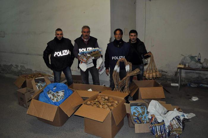 Botti illegali, sequestro di 100 chili in negozio di telefonia