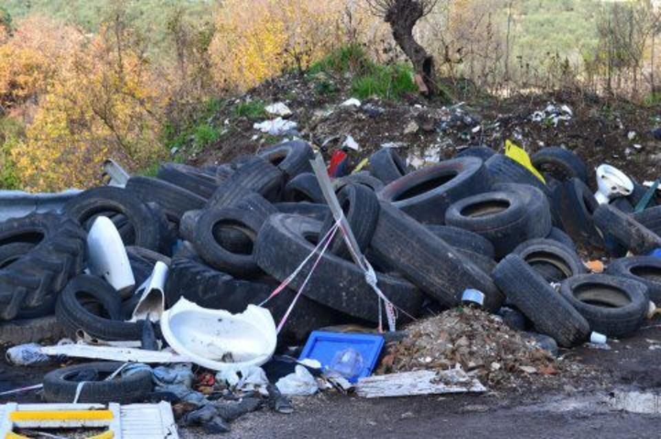 Discarica abusiva ad Agnano, scoperti 15 quintali di pneumatici