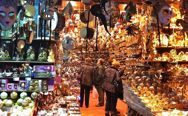 Natale a Napoli, incremento shopping dell'8%