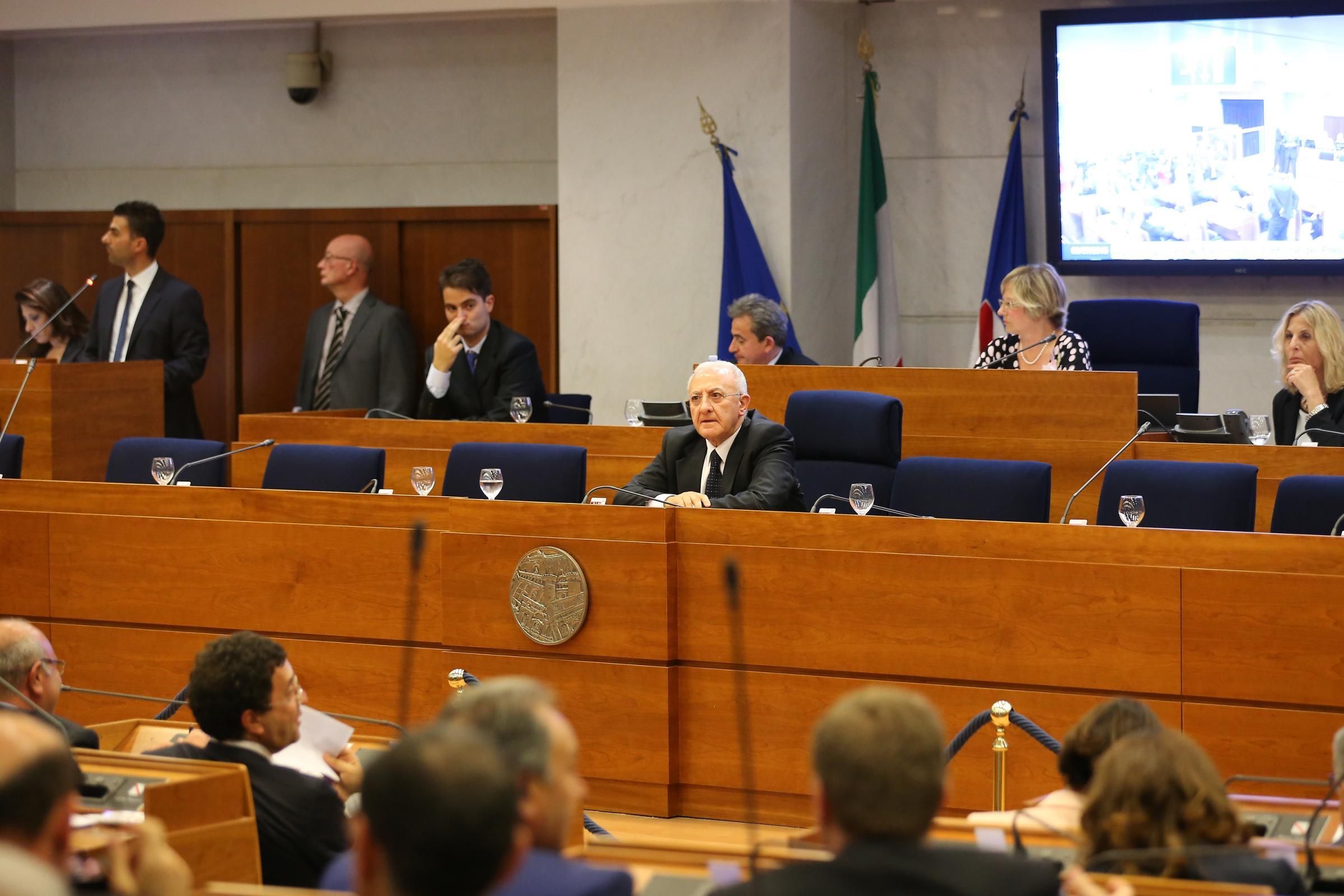Regione Campania, giunta approva bilancio 2016-2018 per 20 mld