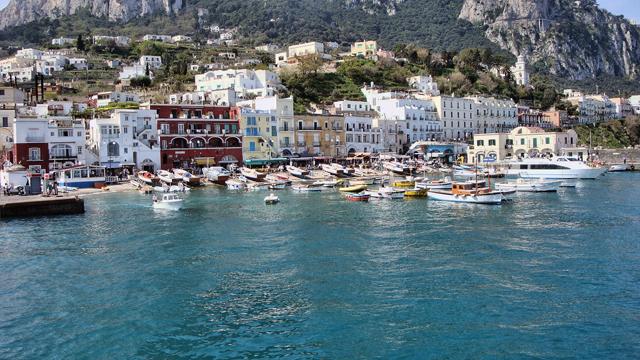 Abusivismo a Capri: otto avvisi di garanzia per falso in concorso e abuso d'ufficio
