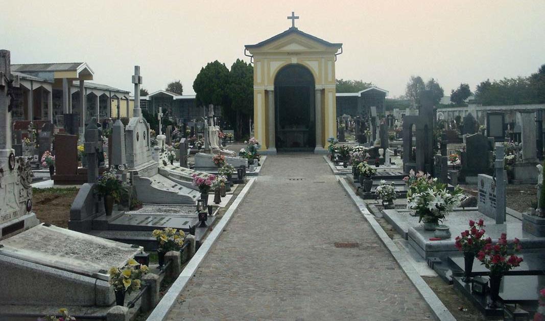 Cimitero di Napoli: scoppia incendio in un ufficio