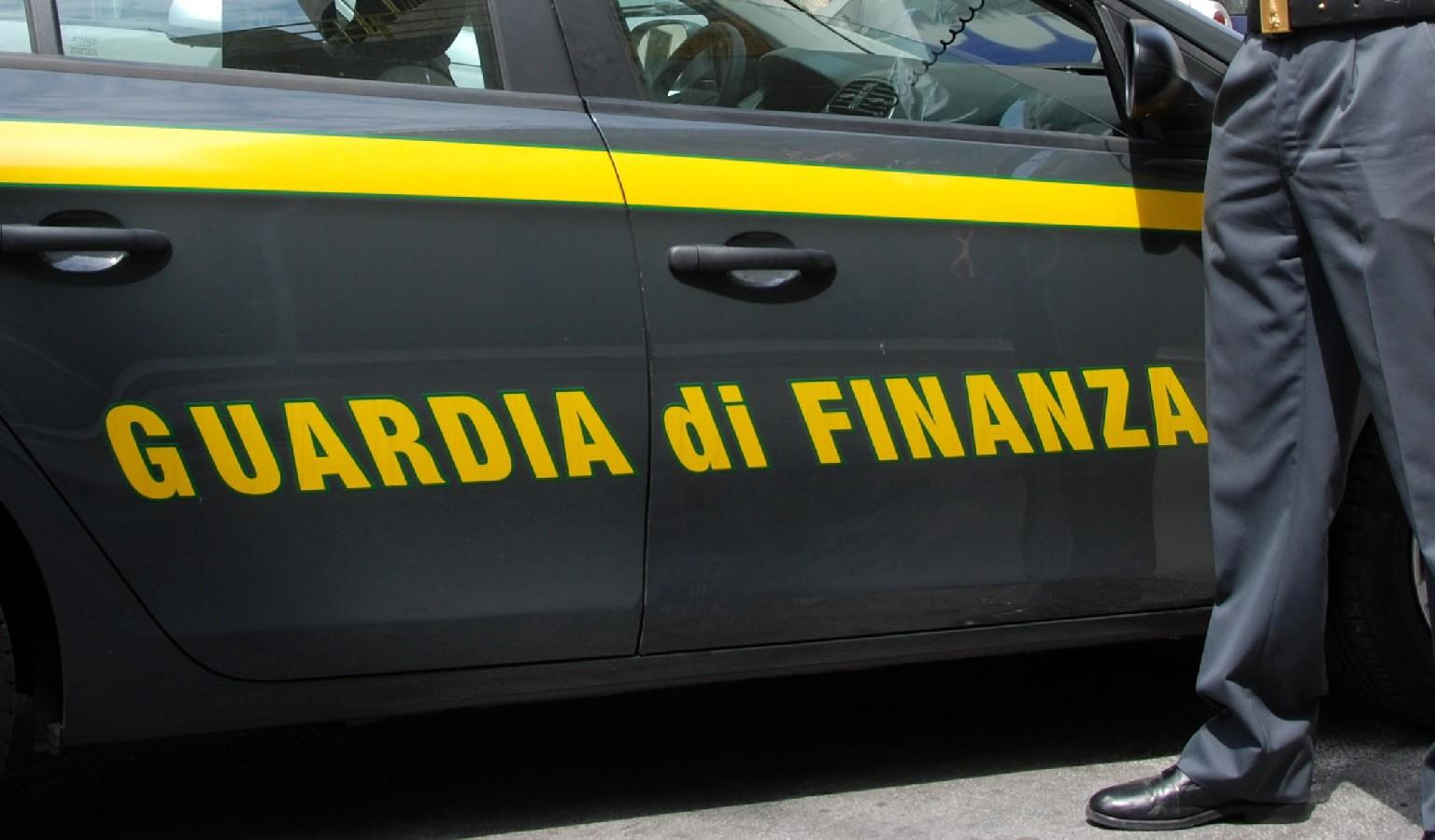 Sequestrati 500 mila prodotti contraffatti nel Napoletano