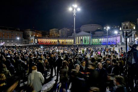 Unioni Civili: migliaia di persone sfilano a Napoli
