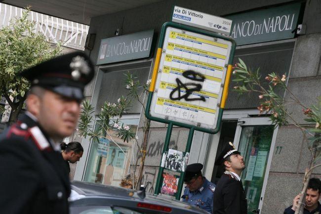 Banda del buco rapina banca a Napoli, bottino solo assegni in bianco