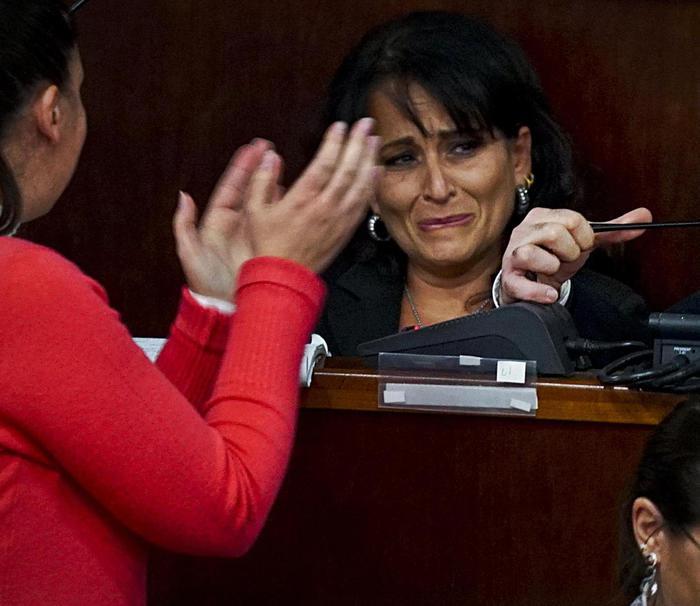 Le lacrime del sindaco Rosa Capuozzo: