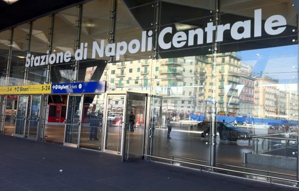Stazione Centrale di Napoli: ritrovato un cadavere