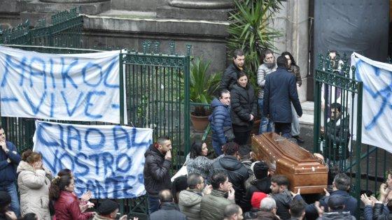 Ucciso a Forcella, il prete durante i funerali: