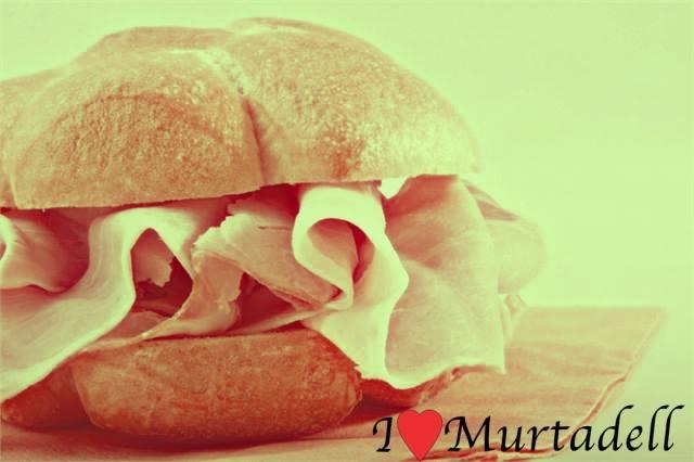 "Spopola ""I love Murtadell"" al centro storico"