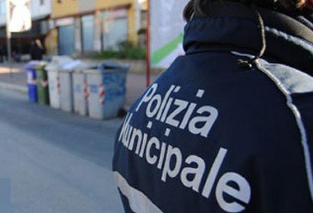 Rifiuti: discarica scoperta in ex rifugio antiaereo a Napoli