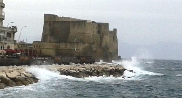 Stop ai collegamenti Napoli-Capri a causa del forte vento