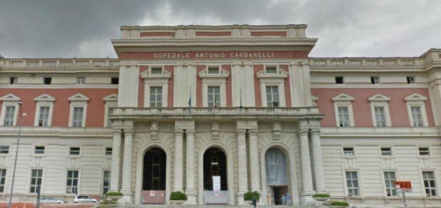 Detenuto evade dall'ospedale Cardarelli: rapinò una gioielleria nel quartiere Ponticelli
