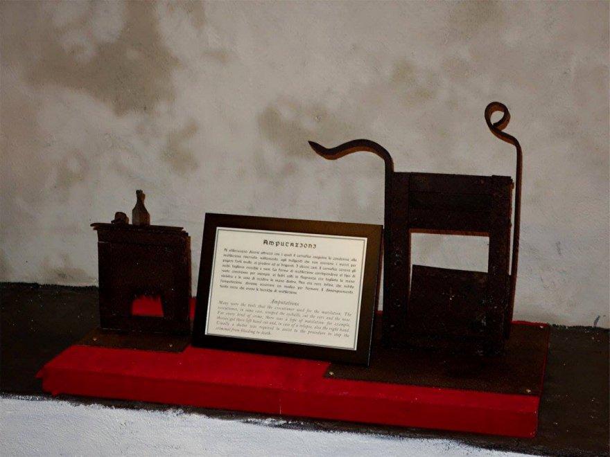 Il Museo delle torture apre a Napoli, nel centro storico della città