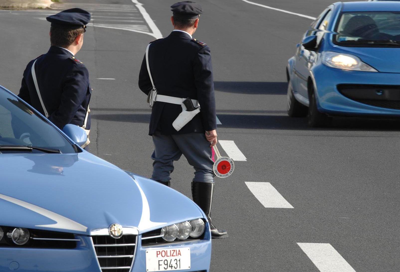 Ubriaco e drogato al volante in autostrada, denunciato 34enne