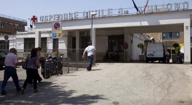 Uomo morto in ospedale a Napoli, sequestrata la salma
