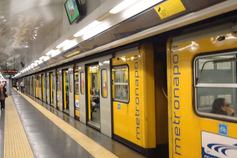 Pacco sospetto stazione metro a Napoli: falso allarme