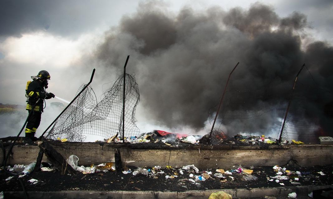 """Terra dei fuochi, report choc: """"Tumori legati ai rifiuti"""""""