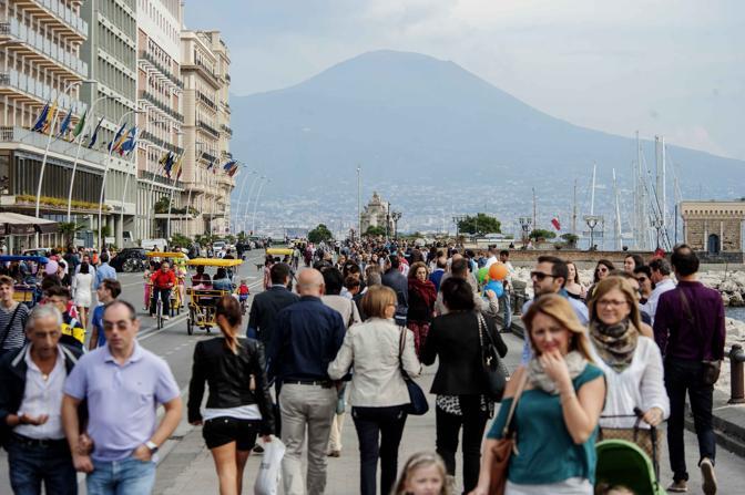 Napoli invasa dai turisti: Boom di prenotazione per il weekend di Pasqua