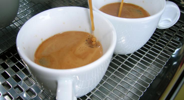 Caffè al bar: a Napoli costa più che a Messina e Reggio